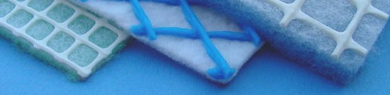 Extruded Mesh as support in combination with non woven media (sandwich construction)